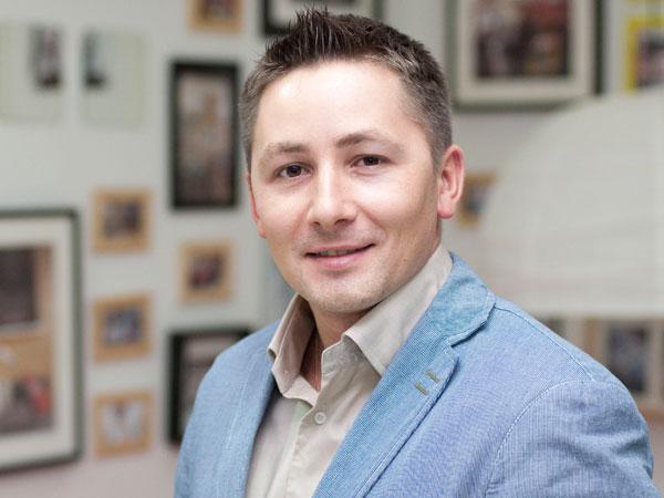 Олег Азарьев