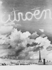Рекламная кампания 1922 года. Название бренда Сitroen было написано самолетом в воздухе.